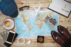 De lange vakantieontwerper bereidt kostuum voor En benodigde apparatuur stock foto