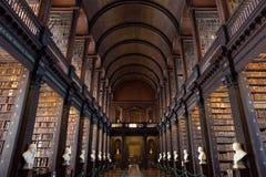 De Lange Zaal in de Bibliotheek van de Drievuldigheidsuniversiteit Royalty-vrije Stock Fotografie