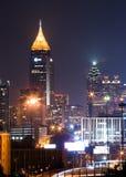 De langste bouw in Atlanta de stad in bij schemer Stock Foto