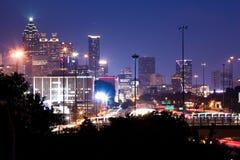 De langste bouw in Atlanta de stad in bij schemer Stock Afbeeldingen