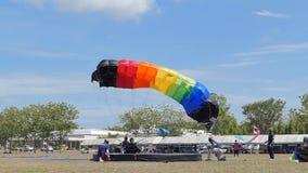 De langzame motie van Parachutist landde binnen aan het doel, Nauwkeurigheid die landen, stock videobeelden