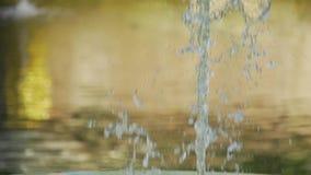 De langzame motiefontein spuit close-up stock footage