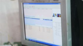 De langzame Motiemonitor toont Bevel Verzendend Tekening naar Printer stock footage