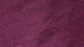 De langzame pan van een van het de kleurenpolymeer van Bourgondië acrylsweater in textiel winkelt stock footage