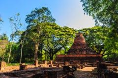 De Lankastijl ruïneert pagode van Wat Mahathat-tempel in Muang Kao Historical Park, de oude stad van Phichit, Thailand Deze toeri Stock Foto