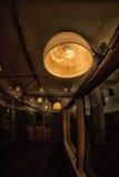 De lantaarn in de metro retro trein van Moskou ` s van 1934 10 juni, 2017 moskou Rusland Stock Foto's