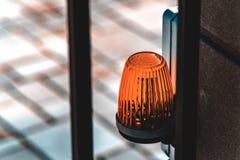 De lantaarn op de waarschuwing van het poort automatische gevaar royalty-vrije stock foto