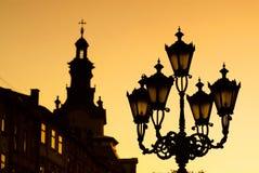 De lantaarn van de stad op de zonsondergang Royalty-vrije Stock Fotografie