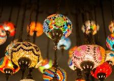 De lantaarn van het kleurenglas in dark Stock Afbeeldingen