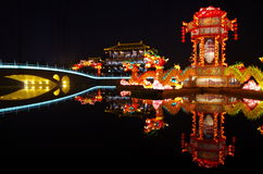 De lantaarn van het nieuwjaar toont de draaktotem royalty-vrije stock foto
