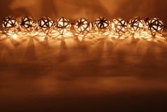 De lantaarns van de bal in een rij stock afbeeldingen