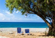 De lanterfanter, sunbed, boom, strand Stock Foto's