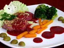 De lapjes vlees van het rundvlees met groenten stock fotografie