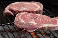 De Lapjes vlees van Ribeye bij de Grill Royalty-vrije Stock Foto