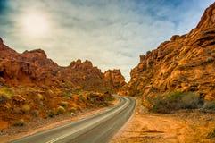 De largo y carretera con curvas Imagenes de archivo