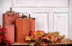 De las calabazas todavía del otoño vida de madera Fotos de archivo