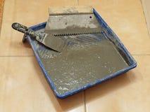 De las herramientas para poner la baldosa cerámica Imagen de archivo libre de regalías