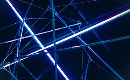 De laser toont, de binnenlandse lichten van de nachtclub, gloeiende lijnen, abstracte fluorescente achtergrond stock foto's