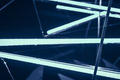 De laser toont, de binnenlandse lichten van de nachtclub, gloeiende lijnen, abstracte fluorescente achtergrond royalty-vrije stock afbeelding