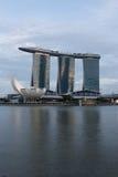 De laser toont van Singapore Marina Bay Sand en Tuin door de Baai Stock Foto's