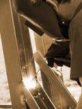 De lasser van de fabriek op het werk Stock Fotografie