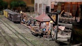 De lay-out van spoorwegpost en rumdistilleerderij stock video