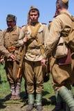 De leden van de Rode club van de Stergeschiedenis dragen historische Sovjet eenvormig tijdens het historische weer invoeren van W Royalty-vrije Stock Afbeeldingen