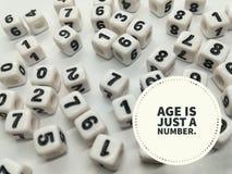 De leeftijd is enkel een aantal inspirational citaat stock afbeeldingen