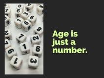 De leeftijd is enkel een aantal inspirational citaat royalty-vrije stock afbeelding