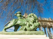 De leeuw van de steen Het maakt gevestigd deel van Monument aan Koning Alfonso XII uit, stock foto