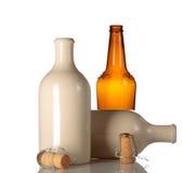De lege ceramische bierfles met kurkt Royalty-vrije Stock Foto's