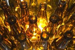 De lege flessen van het glasbier royalty-vrije stock afbeelding