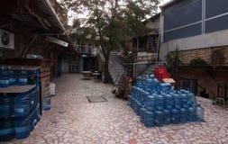 De lege Flessen van het Water Stock Fotografie