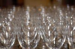 De lege Glazen van de Wijn Stock Afbeeldingen