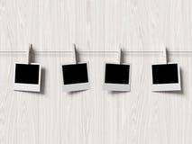 De lege kaders van polaroidfoto's op houten achtergrond Royalty-vrije Stock Foto's