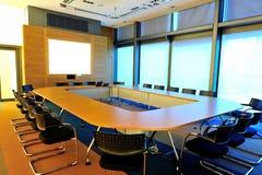 De lege ruimte van de bureauconferentie Stock Afbeeldingen