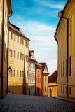 De lege Straat van Praag in Vroege Ochtend Stock Fotografie