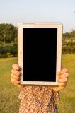 De Lege Tablet van de vrouwenholding stock foto
