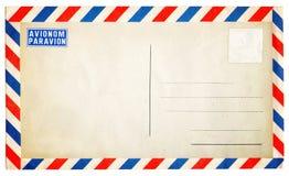 De lege uitstekende die envelop van de luchtpost op wit wordt geïsoleerd Royalty-vrije Stock Afbeeldingen