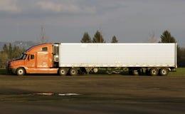 De lege vrachtwagenpartij, zette hier uw teken Stock Fotografie