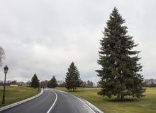 De lege weg uit stad, gaat door Royalty-vrije Stock Foto's