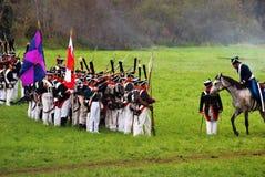 De legermilitairen in Borodino vechten het historische weer invoeren in Rusland Stock Fotografie