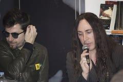 De leidersagnelli van de Afterhourspopgroep zingt lied Stock Foto
