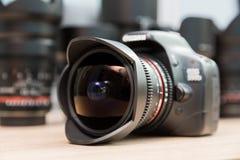 De lens van het vissenoog opgezet op een digitale SLR-camera Royalty-vrije Stock Fotografie