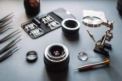 De lensdienst van de precisie past de optische foto, aan richt zich Stock Foto