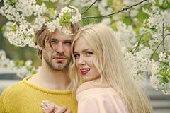 De lente, aard, milieu Familie Liefde en Romaans, verhouding, gelukkig paar royalty-vrije stock fotografie