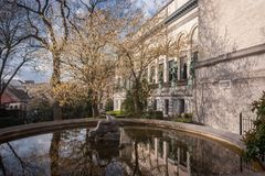 De lente in het Beeldhouwwerkpark van Brussel royalty-vrije stock afbeeldingen