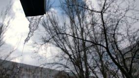 De lente het smelten van ijs Dooi, de winter buiten het seizoen, recente, de vroege lente stock videobeelden