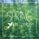 De lente is Komende Kaart op Vage Achtergrond Stock Foto