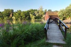 De lente landscepe met watermill Royalty-vrije Stock Foto